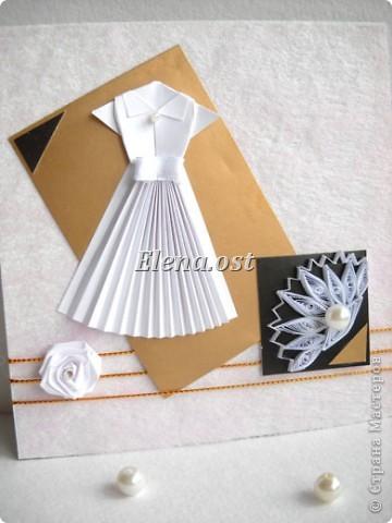 При копировании статьи, целиком или частично, пожалуйста, указывайте активную ссылку на источник! http://stranamasterov.ru/node/176315 http://stranamasterov.ru/user/9321  Открытка с элементами оригами (платье) и квиллинга. Размер открытки 14х13 см. Материалы: картон полосатый, бумага для акварели, бумага офисная, пайетки. фото 30