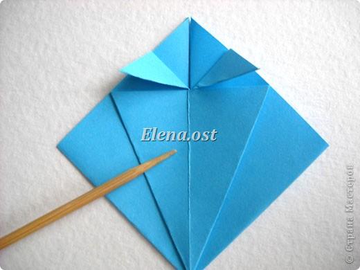 При копировании статьи, целиком или частично, пожалуйста, указывайте активную ссылку на источник! http://stranamasterov.ru/node/176315 http://stranamasterov.ru/user/9321  Открытка с элементами оригами (платье) и квиллинга. Размер открытки 14х13 см. Материалы: картон полосатый, бумага для акварели, бумага офисная, пайетки. фото 10