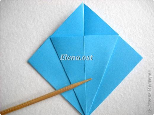 При копировании статьи, целиком или частично, пожалуйста, указывайте активную ссылку на источник! http://stranamasterov.ru/node/176315 http://stranamasterov.ru/user/9321  Открытка с элементами оригами (платье) и квиллинга. Размер открытки 14х13 см. Материалы: картон полосатый, бумага для акварели, бумага офисная, пайетки. фото 13