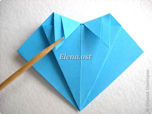 При копировании статьи, целиком или частично, пожалуйста, указывайте активную ссылку на источник! http://stranamasterov.ru/node/176315 http://stranamasterov.ru/user/9321  Открытка с элементами оригами (платье) и квиллинга. Размер открытки 14х13 см. Материалы: картон полосатый, бумага для акварели, бумага офисная, пайетки. фото 15