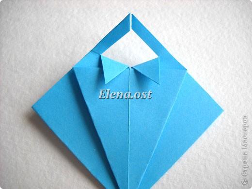 При копировании статьи, целиком или частично, пожалуйста, указывайте активную ссылку на источник! http://stranamasterov.ru/node/176315 http://stranamasterov.ru/user/9321  Открытка с элементами оригами (платье) и квиллинга. Размер открытки 14х13 см. Материалы: картон полосатый, бумага для акварели, бумага офисная, пайетки. фото 16