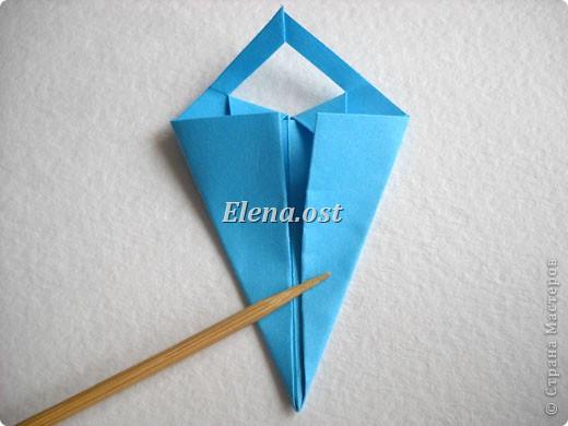 При копировании статьи, целиком или частично, пожалуйста, указывайте активную ссылку на источник! http://stranamasterov.ru/node/176315 http://stranamasterov.ru/user/9321  Открытка с элементами оригами (платье) и квиллинга. Размер открытки 14х13 см. Материалы: картон полосатый, бумага для акварели, бумага офисная, пайетки. фото 17