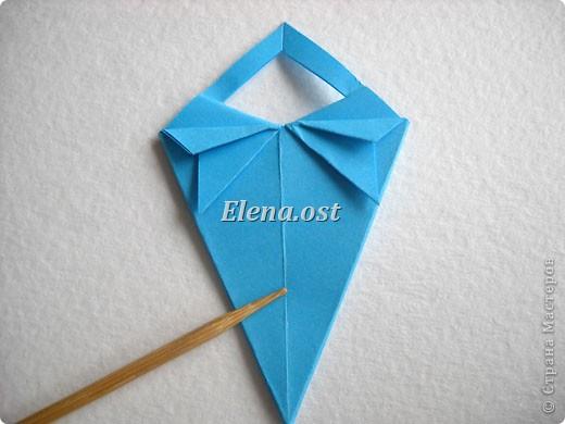 При копировании статьи, целиком или частично, пожалуйста, указывайте активную ссылку на источник! http://stranamasterov.ru/node/176315 http://stranamasterov.ru/user/9321  Открытка с элементами оригами (платье) и квиллинга. Размер открытки 14х13 см. Материалы: картон полосатый, бумага для акварели, бумага офисная, пайетки. фото 18