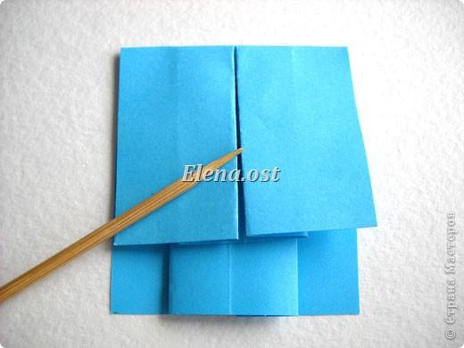 При копировании статьи, целиком или частично, пожалуйста, указывайте активную ссылку на источник! http://stranamasterov.ru/node/176315 http://stranamasterov.ru/user/9321  Открытка с элементами оригами (платье) и квиллинга. Размер открытки 14х13 см. Материалы: картон полосатый, бумага для акварели, бумага офисная, пайетки. фото 21