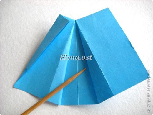 При копировании статьи, целиком или частично, пожалуйста, указывайте активную ссылку на источник! http://stranamasterov.ru/node/176315 http://stranamasterov.ru/user/9321  Открытка с элементами оригами (платье) и квиллинга. Размер открытки 14х13 см. Материалы: картон полосатый, бумага для акварели, бумага офисная, пайетки. фото 23