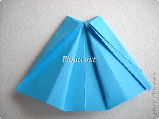 При копировании статьи, целиком или частично, пожалуйста, указывайте активную ссылку на источник! http://stranamasterov.ru/node/176315 http://stranamasterov.ru/user/9321  Открытка с элементами оригами (платье) и квиллинга. Размер открытки 14х13 см. Материалы: картон полосатый, бумага для акварели, бумага офисная, пайетки. фото 24
