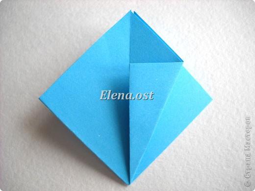 При копировании статьи, целиком или частично, пожалуйста, указывайте активную ссылку на источник! http://stranamasterov.ru/node/176315 http://stranamasterov.ru/user/9321  Открытка с элементами оригами (платье) и квиллинга. Размер открытки 14х13 см. Материалы: картон полосатый, бумага для акварели, бумага офисная, пайетки. фото 8