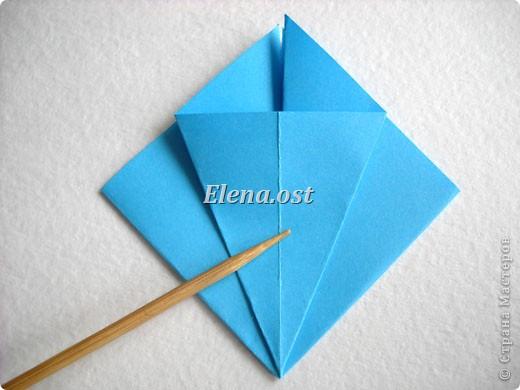 При копировании статьи, целиком или частично, пожалуйста, указывайте активную ссылку на источник! http://stranamasterov.ru/node/176315 http://stranamasterov.ru/user/9321  Открытка с элементами оригами (платье) и квиллинга. Размер открытки 14х13 см. Материалы: картон полосатый, бумага для акварели, бумага офисная, пайетки. фото 9
