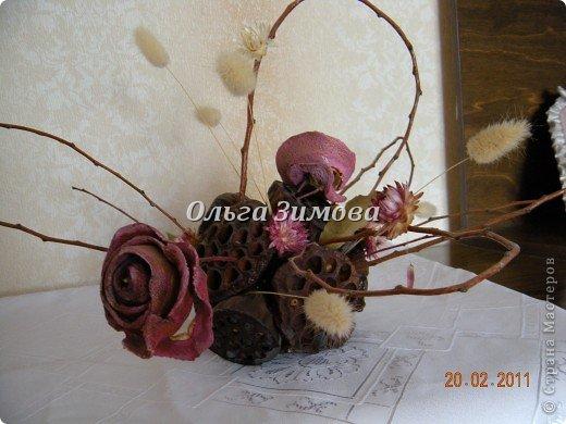 Воспоминания о лете. В основе композиции шар из чубаков лотоса. плюс цветы из апельсиновых корок. да всякие веточки и сухоцветы.. фото 1
