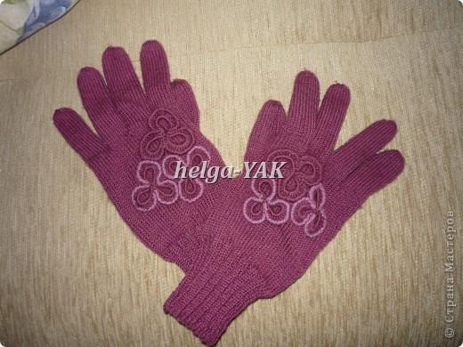 Работа моей дочки. Перчатки связаны спицами из пряжи ELEGANT. Отделка связана крючком. фото 2