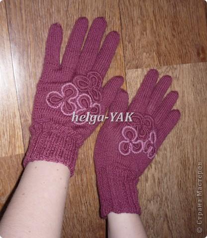 Работа моей дочки. Перчатки связаны спицами из пряжи ELEGANT. Отделка связана крючком. фото 1