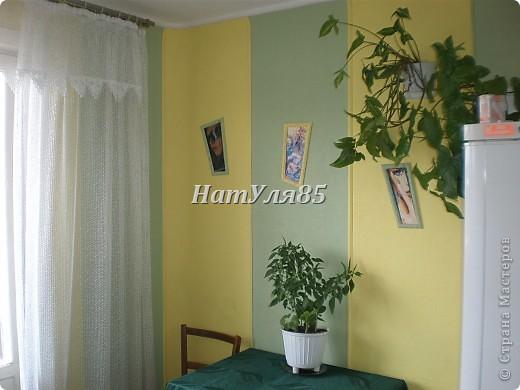 кухня,обои под покраску,по швам потолочный  багет,перекрашено водоэмульсионной краской с добавлением пегмента фото 1