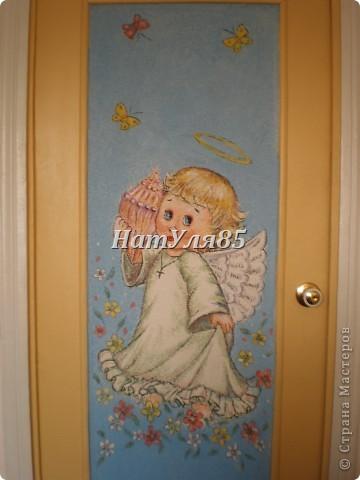кухня,обои под покраску,по швам потолочный  багет,перекрашено водоэмульсионной краской с добавлением пегмента фото 2