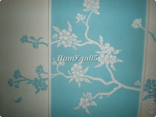 кухня,обои под покраску,по швам потолочный  багет,перекрашено водоэмульсионной краской с добавлением пегмента фото 7