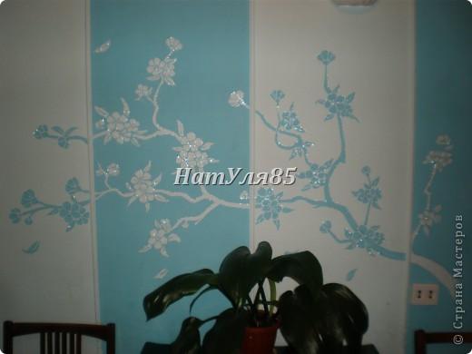 кухня,обои под покраску,по швам потолочный  багет,перекрашено водоэмульсионной краской с добавлением пегмента фото 8