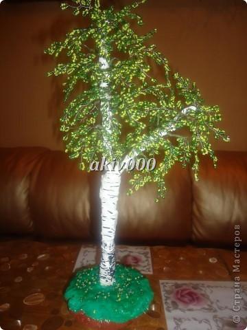 Мое первое деревце из бисера (надеюсь не последнее). Очень понравилось плести. фото 2