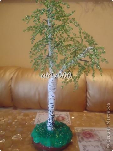 Мое первое деревце из бисера (надеюсь не последнее). Очень понравилось плести. фото 4