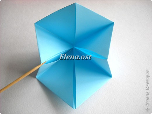 При копировании статьи, целиком или частично, пожалуйста, указывайте активную ссылку на источник! http://stranamasterov.ru/node/180034 http://stranamasterov.ru/user/9321  Бонбоньерка - сумочка для сладкого подарка. Можно использовать и для пасхального сувенира. Из квадрата 35х35 см получается сумочка размером 7Х7Х7 см. Из квадрата 21х21 см - 5х5х5 см. фото 8