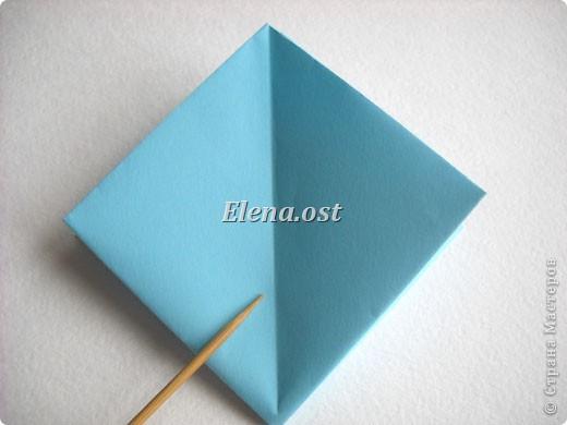 При копировании статьи, целиком или частично, пожалуйста, указывайте активную ссылку на источник! http://stranamasterov.ru/node/180034 http://stranamasterov.ru/user/9321  Бонбоньерка - сумочка для сладкого подарка. Можно использовать и для пасхального сувенира. Из квадрата 35х35 см получается сумочка размером 7Х7Х7 см. Из квадрата 21х21 см - 5х5х5 см. фото 9