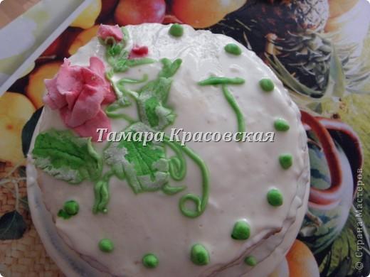 """Тортик делала по рецепту торта """"Графские развалины"""". Крем - сметанный. Роза из сахарной мастики. есть можно всё, окромя блюда, на котором торт находится. :) фото 3"""