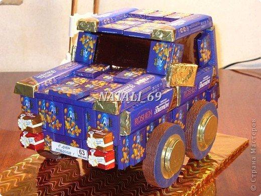 """Машина сделана в подарок мужчине - водителю с многолетним стажем. На номере надпись""""С Днем рождения!"""" и цифра 63. Ему исполняется 63 года.  Думаю, что такой подарок должен понравиться :) фото 1"""