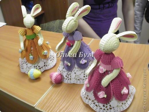 Вот таких заек мы сделали сегодня на занятии! Зайки на Пасхальное яйцо. Под юбкой корзиночка-можно яйцо на Пасху положить, а можно как шкатулку использовать. фото 2