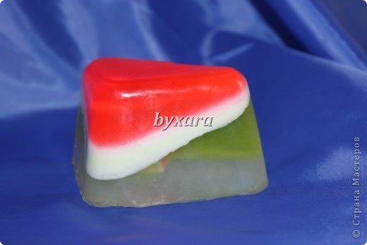 Мыло из основы с добавлением кусочков люфы фото 3