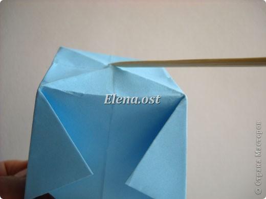 При копировании статьи, целиком или частично, пожалуйста, указывайте активную ссылку на источник! http://stranamasterov.ru/node/180034 http://stranamasterov.ru/user/9321  Бонбоньерка - сумочка для сладкого подарка. Можно использовать и для пасхального сувенира. Из квадрата 35х35 см получается сумочка размером 7Х7Х7 см. Из квадрата 21х21 см - 5х5х5 см. фото 15