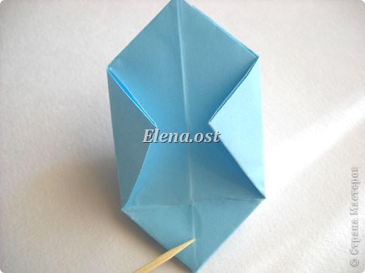 При копировании статьи, целиком или частично, пожалуйста, указывайте активную ссылку на источник! http://stranamasterov.ru/node/180034 http://stranamasterov.ru/user/9321  Бонбоньерка - сумочка для сладкого подарка. Можно использовать и для пасхального сувенира. Из квадрата 35х35 см получается сумочка размером 7Х7Х7 см. Из квадрата 21х21 см - 5х5х5 см. фото 13