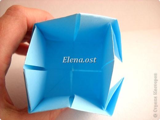 При копировании статьи, целиком или частично, пожалуйста, указывайте активную ссылку на источник! http://stranamasterov.ru/node/180034 http://stranamasterov.ru/user/9321  Бонбоньерка - сумочка для сладкого подарка. Можно использовать и для пасхального сувенира. Из квадрата 35х35 см получается сумочка размером 7Х7Х7 см. Из квадрата 21х21 см - 5х5х5 см. фото 16