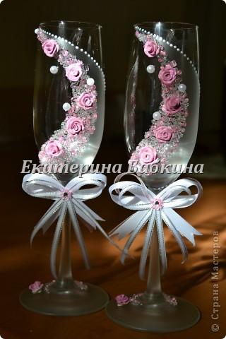 Нежные и легкие бокальчики. Для роз была использована белая пластика,покрыта лаком для ногтей после запекания. фото 1