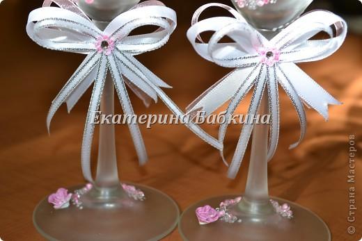 Нежные и легкие бокальчики. Для роз была использована белая пластика,покрыта лаком для ногтей после запекания. фото 2