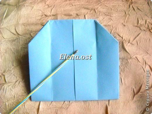 Сумочка-оригами для сладостей. Приятно дарить подарок в маленькой сумочке-бонбоньерке. Я сделала сумочку с сердцем из офисной бумаги. Формат А4. Размер сумочки 5.5Х8 см. При копировании статьи, целиком или частично, пожалуйста, указывайте активную ссылку на источник! http://stranamasterov.ru/user/9321 http://stranamasterov.ru/node/144940 фото 15