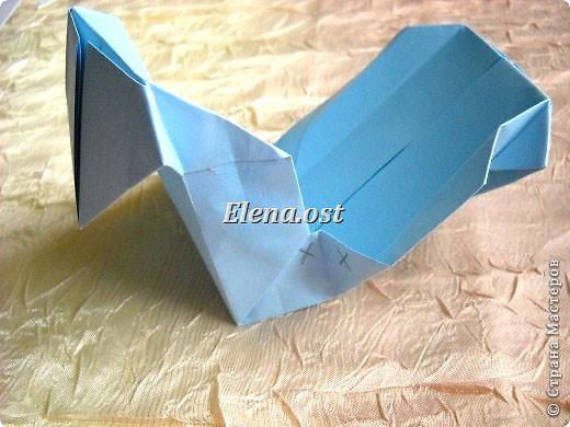 Сумочка-оригами для сладостей. Приятно дарить подарок в маленькой сумочке-бонбоньерке. Я сделала сумочку с сердцем из офисной бумаги. Формат А4. Размер сумочки 5.5Х8 см. При копировании статьи, целиком или частично, пожалуйста, указывайте активную ссылку на источник! http://stranamasterov.ru/user/9321 http://stranamasterov.ru/node/144940 фото 22