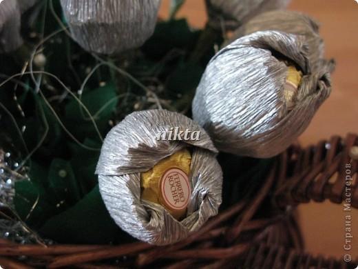 Вот такой букет из тюльпанов в плетеной корзинке-чашке получился. фото 3