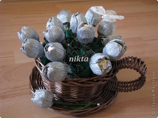 Вот такой букет из тюльпанов в плетеной корзинке-чашке получился. фото 1