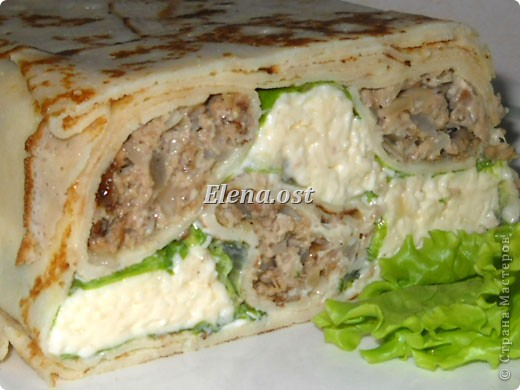 """При копировании статьи, целиком или частично, пожалуйста, указывайте ссылку на источник! http://stranamasterov.ru/node/188106 http://stranamasterov.ru/user/9321 Закуска блинная с морковью и мясом (первый """"кирпичик"""" закусочный). Ингредиенты для блюда: блины готовые - 22 шт., салат зеленый - пучок, мясо отварное - 400 г, лук жареный - 3 шт., сыр плавл. + чеснок (по вкусу) - 3 шт., морковь - 300 г, майонез, соль (по вкусу).  Из данной пропорции у меня получилось два """"кирпичика"""" закуски по 1 кг каждый. Для формирования """"кирпичика"""" использовала емкости из-под майонеза (800-граммовые).  фото 2"""