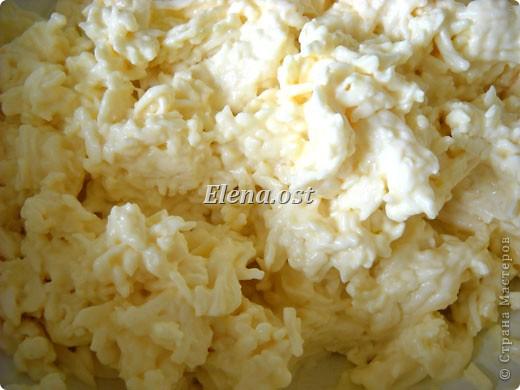 """При копировании статьи, целиком или частично, пожалуйста, указывайте ссылку на источник! http://stranamasterov.ru/node/188106 http://stranamasterov.ru/user/9321 Закуска блинная с морковью и мясом (первый """"кирпичик"""" закусочный). Ингредиенты для блюда: блины готовые - 22 шт., салат зеленый - пучок, мясо отварное - 400 г, лук жареный - 3 шт., сыр плавл. + чеснок (по вкусу) - 3 шт., морковь - 300 г, майонез, соль (по вкусу).  Из данной пропорции у меня получилось два """"кирпичика"""" закуски по 1 кг каждый. Для формирования """"кирпичика"""" использовала емкости из-под майонеза (800-граммовые).  фото 4"""