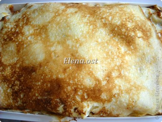 """При копировании статьи, целиком или частично, пожалуйста, указывайте ссылку на источник! http://stranamasterov.ru/node/188106 http://stranamasterov.ru/user/9321 Закуска блинная с морковью и мясом (первый """"кирпичик"""" закусочный). Ингредиенты для блюда: блины готовые - 22 шт., салат зеленый - пучок, мясо отварное - 400 г, лук жареный - 3 шт., сыр плавл. + чеснок (по вкусу) - 3 шт., морковь - 300 г, майонез, соль (по вкусу).  Из данной пропорции у меня получилось два """"кирпичика"""" закуски по 1 кг каждый. Для формирования """"кирпичика"""" использовала емкости из-под майонеза (800-граммовые).  фото 13"""