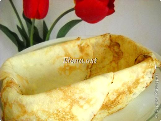 """При копировании статьи, целиком или частично, пожалуйста, указывайте ссылку на источник! http://stranamasterov.ru/node/188106 http://stranamasterov.ru/user/9321 Закуска блинная с морковью и мясом (первый """"кирпичик"""" закусочный). Ингредиенты для блюда: блины готовые - 22 шт., салат зеленый - пучок, мясо отварное - 400 г, лук жареный - 3 шт., сыр плавл. + чеснок (по вкусу) - 3 шт., морковь - 300 г, майонез, соль (по вкусу).  Из данной пропорции у меня получилось два """"кирпичика"""" закуски по 1 кг каждый. Для формирования """"кирпичика"""" использовала емкости из-под майонеза (800-граммовые).  фото 8"""