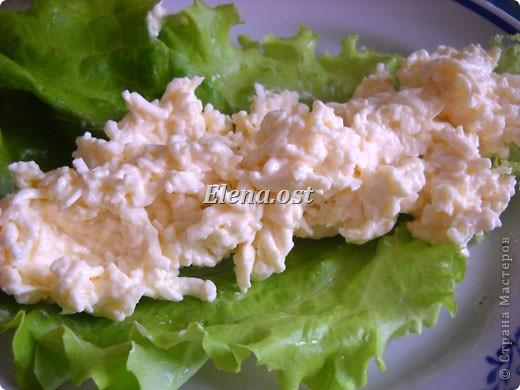 """При копировании статьи, целиком или частично, пожалуйста, указывайте ссылку на источник! http://stranamasterov.ru/node/188106 http://stranamasterov.ru/user/9321 Закуска блинная с морковью и мясом (первый """"кирпичик"""" закусочный). Ингредиенты для блюда: блины готовые - 22 шт., салат зеленый - пучок, мясо отварное - 400 г, лук жареный - 3 шт., сыр плавл. + чеснок (по вкусу) - 3 шт., морковь - 300 г, майонез, соль (по вкусу).  Из данной пропорции у меня получилось два """"кирпичика"""" закуски по 1 кг каждый. Для формирования """"кирпичика"""" использовала емкости из-под майонеза (800-граммовые).  фото 10"""