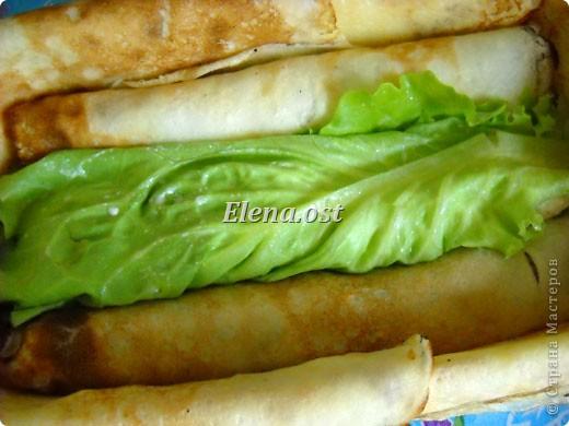 """При копировании статьи, целиком или частично, пожалуйста, указывайте ссылку на источник! http://stranamasterov.ru/node/188106 http://stranamasterov.ru/user/9321 Закуска блинная с морковью и мясом (первый """"кирпичик"""" закусочный). Ингредиенты для блюда: блины готовые - 22 шт., салат зеленый - пучок, мясо отварное - 400 г, лук жареный - 3 шт., сыр плавл. + чеснок (по вкусу) - 3 шт., морковь - 300 г, майонез, соль (по вкусу).  Из данной пропорции у меня получилось два """"кирпичика"""" закуски по 1 кг каждый. Для формирования """"кирпичика"""" использовала емкости из-под майонеза (800-граммовые).  фото 11"""