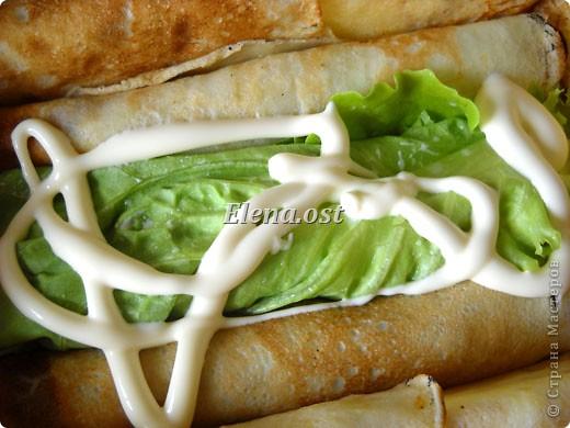 """При копировании статьи, целиком или частично, пожалуйста, указывайте ссылку на источник! http://stranamasterov.ru/node/188106 http://stranamasterov.ru/user/9321 Закуска блинная с морковью и мясом (первый """"кирпичик"""" закусочный). Ингредиенты для блюда: блины готовые - 22 шт., салат зеленый - пучок, мясо отварное - 400 г, лук жареный - 3 шт., сыр плавл. + чеснок (по вкусу) - 3 шт., морковь - 300 г, майонез, соль (по вкусу).  Из данной пропорции у меня получилось два """"кирпичика"""" закуски по 1 кг каждый. Для формирования """"кирпичика"""" использовала емкости из-под майонеза (800-граммовые).  фото 12"""