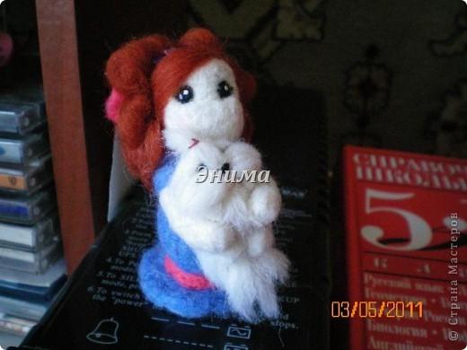Эту дамочку сваляла моя сестра Даша. Размер игрушки 8 см вместе с прической. фото 1