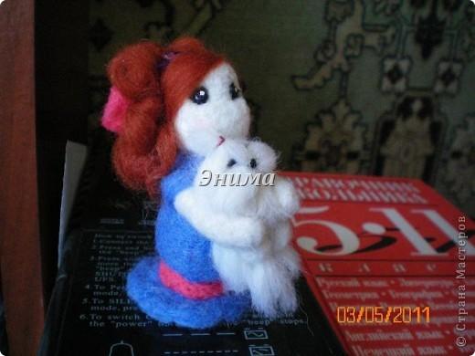 Эту дамочку сваляла моя сестра Даша. Размер игрушки 8 см вместе с прической. фото 2