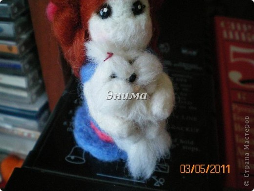 Эту дамочку сваляла моя сестра Даша. Размер игрушки 8 см вместе с прической. фото 5