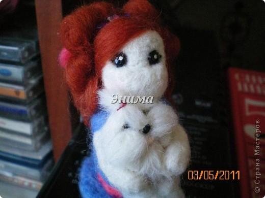 Эту дамочку сваляла моя сестра Даша. Размер игрушки 8 см вместе с прической. фото 6