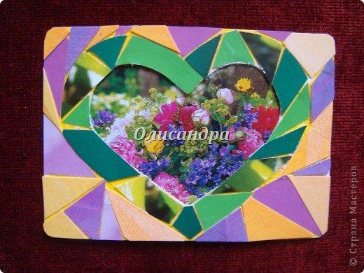 """Очень люблю мозайку, и , даже, пробовала свои силы, украшая коробочки...   http://stranamasterov.ru/blog/34319/438 Подумала, а почему бы также не сделать АТС?  Слоган """"Зеленое сердце природы"""" уже давно вертелся в голове, правда, """"подходящей природы"""" я не нашла... Но,ведь, цветы- тоже частичка природы. Поэтому они заняли почетное место в """"зеленом сердце""""... Хочется, чтобы все серии ,как-то, отличались друг от друга...Хотя, понимаю, что опять получился примитивизм... Мозайка сделана из открыток, цветочный фон, находящийся внутри сердца ,слегка """"утоплен""""... Зазоры между частицами мозайки делала намеренно...Мне хотелось, чтобы были видны желтые прожилки... ******************************************** По-прежнему, пытаюсь отдать долги...  Мои милые """"кредиторы""""! Я не буду Вас называть... Потому что не уверена, что эта серия всем придется по душе... Буду делать до тех пор, пока Вам что-нибудь не понравится ... и ,пока, я не рассчитаюсь со всеми долгами...Торжественно обещаю...! А если понравится...выбирайте...буду рада! фото 5"""