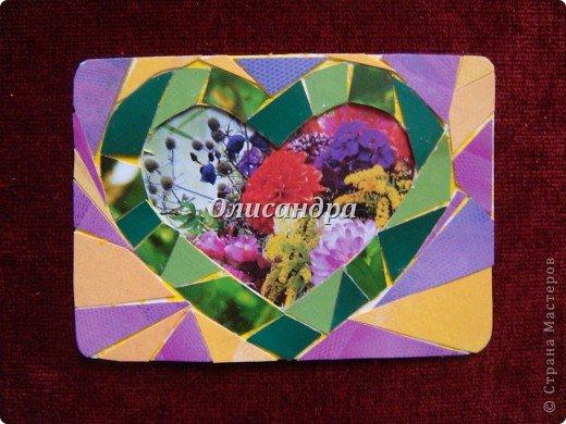 """Очень люблю мозайку, и , даже, пробовала свои силы, украшая коробочки...   http://stranamasterov.ru/blog/34319/438 Подумала, а почему бы также не сделать АТС?  Слоган """"Зеленое сердце природы"""" уже давно вертелся в голове, правда, """"подходящей природы"""" я не нашла... Но,ведь, цветы- тоже частичка природы. Поэтому они заняли почетное место в """"зеленом сердце""""... Хочется, чтобы все серии ,как-то, отличались друг от друга...Хотя, понимаю, что опять получился примитивизм... Мозайка сделана из открыток, цветочный фон, находящийся внутри сердца ,слегка """"утоплен""""... Зазоры между частицами мозайки делала намеренно...Мне хотелось, чтобы были видны желтые прожилки... ******************************************** По-прежнему, пытаюсь отдать долги...  Мои милые """"кредиторы""""! Я не буду Вас называть... Потому что не уверена, что эта серия всем придется по душе... Буду делать до тех пор, пока Вам что-нибудь не понравится ... и ,пока, я не рассчитаюсь со всеми долгами...Торжественно обещаю...! А если понравится...выбирайте...буду рада! фото 7"""