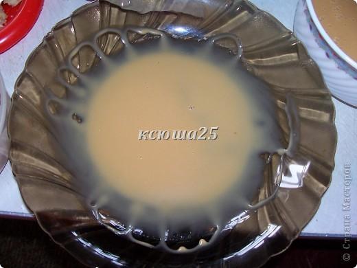 Ингредиенты : тесто: маргарин 200г ,сметана 200г ,сгущ молоко 50-100г,сахар 200г,сода 1ч л гасим.Все смешать,замесить песочное тесто ,разделить на шарики и заморозить.Затем натереть на терке ,выложить не тонким слоем на противень и испечь. Орехи для начинки 100-200г  фото 4